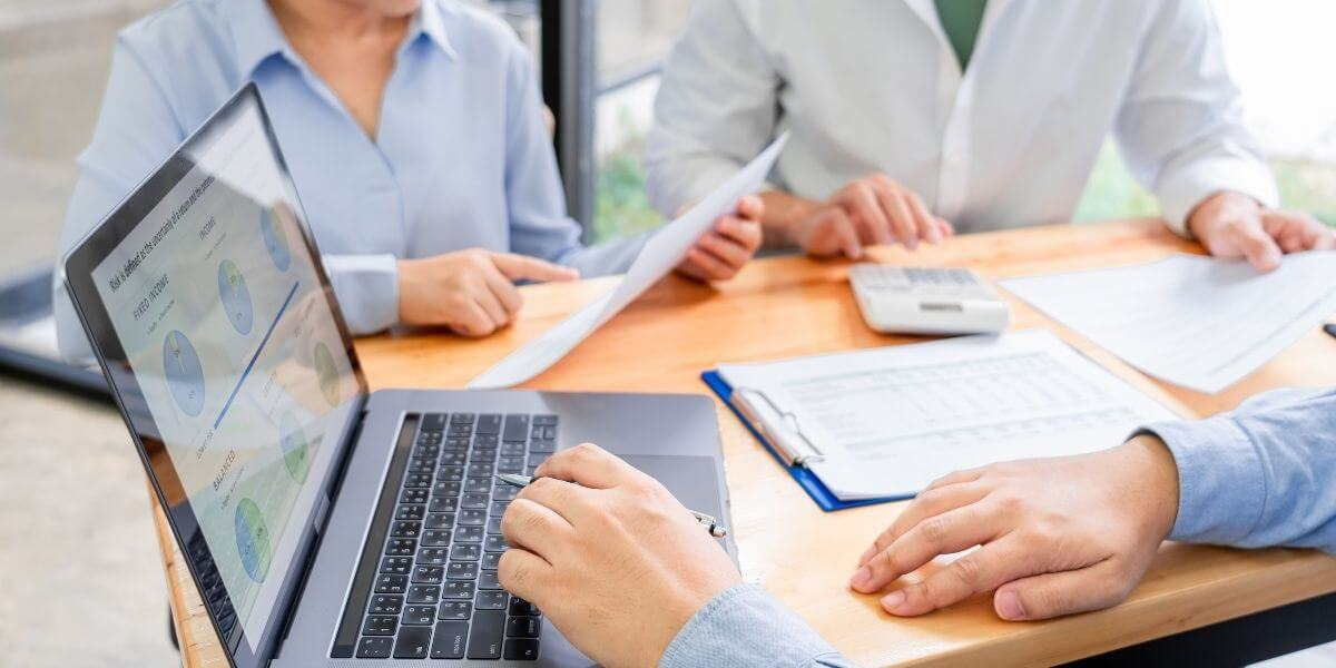 Clients consulting a healthcare strategies insurance advisor.